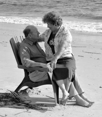 d7a8d454343965eccaffe092cba178b5--growing-old-together-elderly-couples
